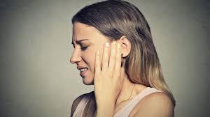gnatologia con dolore orecchio